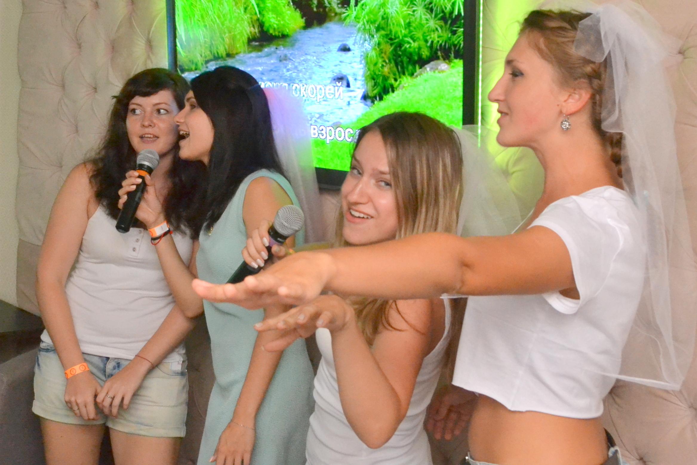 Клеточка существа лесбийские клубы в москве пожалуй